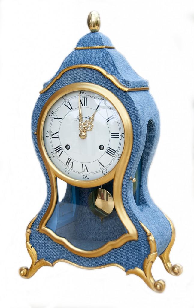 Pendule Neuchâteloise relookée en tissu Bluejeans pour une cliente